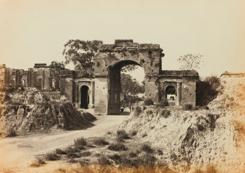 Bailey guard gate - Lucknow c1862 by Shepherd & Robertson.jpg