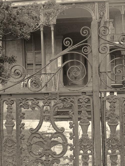 gardendistrict door