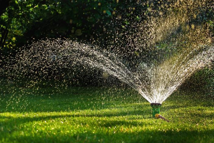 water-sprinkler-_frog-travel_-_Fotolia.com_large