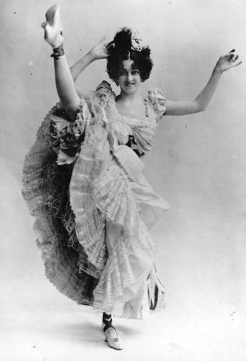 Vintage Photos of Cabaret Dancers from 1900–1930 (1)
