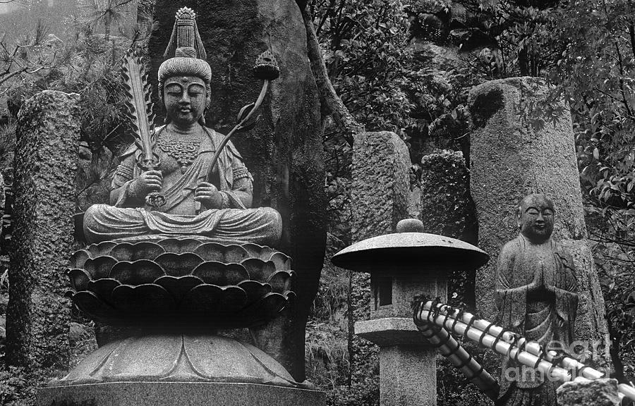 zen-deity-daishoin-temple-japan-craig-lovell