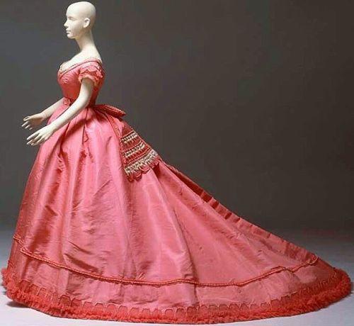3b911189a33efb6a9a0c720e003b2ad4--parisian-fashion-pink-tulle