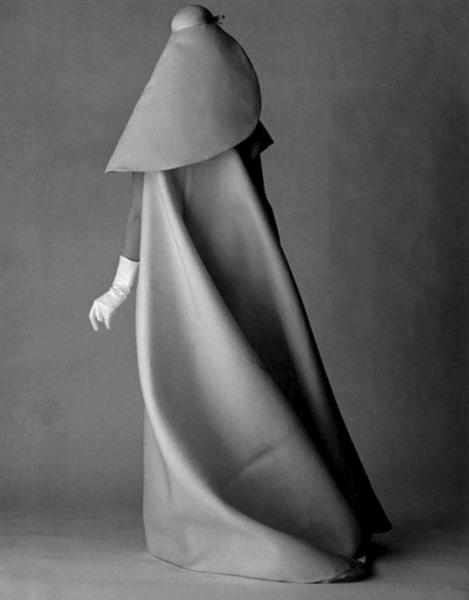 cristobal_balenciaga_1960s_look.jpeg