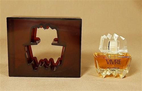 vivre-molyneux-mini-perfume-bottle_1_60970e31a09b3250f011595581f479c5.jpg